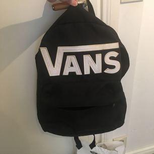 Väldigt snygg vans väska i bra skick!