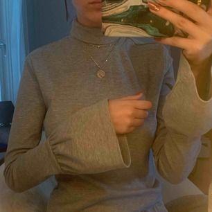 Jättefin tröja med turtleneck från SHEIN (men köpt på veraldo) 💜 Står storlek L, men de är väldigt små i storlekarna, så passar S