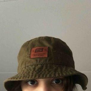 Olivgrön fiske hatt Bra skick, inget är trasigt Sweet skateboards märke