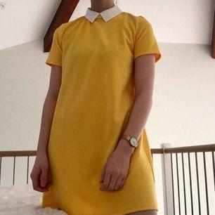 Söt gul sommarklänning från Zara ☀️🌱🌈 Inte riktigt min stil så den måste bort !!  //Swish föredras//