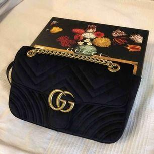 Finns i 22cm & 26cm fake Gucci marmont velvet bag, verkliga bilder + finns i flera färger 😍 endast 1200kr!!! Följ min instagram för mer @ luxuryfashion166