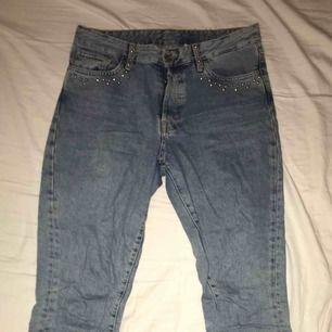 Boyfriend jeans från HM. Nästan oanvända. Säljes pga ej användning, köpare står för frakt.