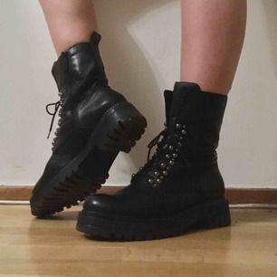 Tamaris boots i läder med mjuk fodring som är dösnygga! Köpte dem från Nilson Shoes för 1299:-.  Tyvärr är lite små på mig (vanligtvis stl 40 i skor) 🌞🌞💖  Köparen står för frakten