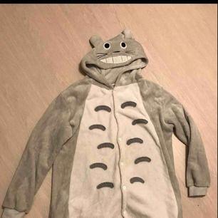Mysigaste kigurumin som föreställer Totoro! Använd sparsamt! Kan skickas, FRI FRAKT!!🤠