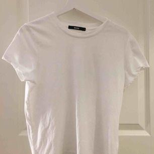 T-shirt som ny  Storlek L men den är väldigt liten skulle säga att den mer är M/S