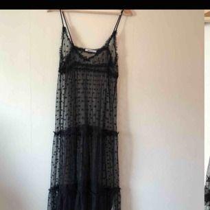 Transparant spetsklänning med stjärnor🌟  aldrig använd. Möts upp i Malmö eller köparen betalar frakt.