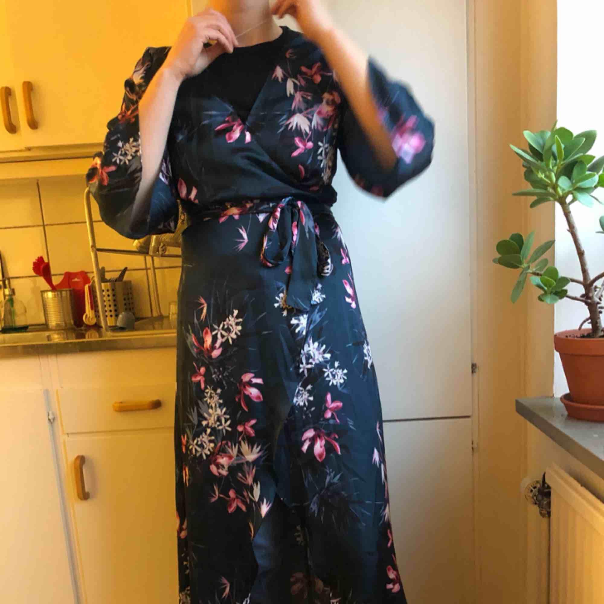 6e4d0860ef1d Fin kimono/blus/klänning köpt p - Gina Tricot Blusar - Second Hand