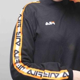 Sweatshirtklänning från Fila, köpt från junk yard för ca ett år sen. Endast använd två gånger, i bra skick