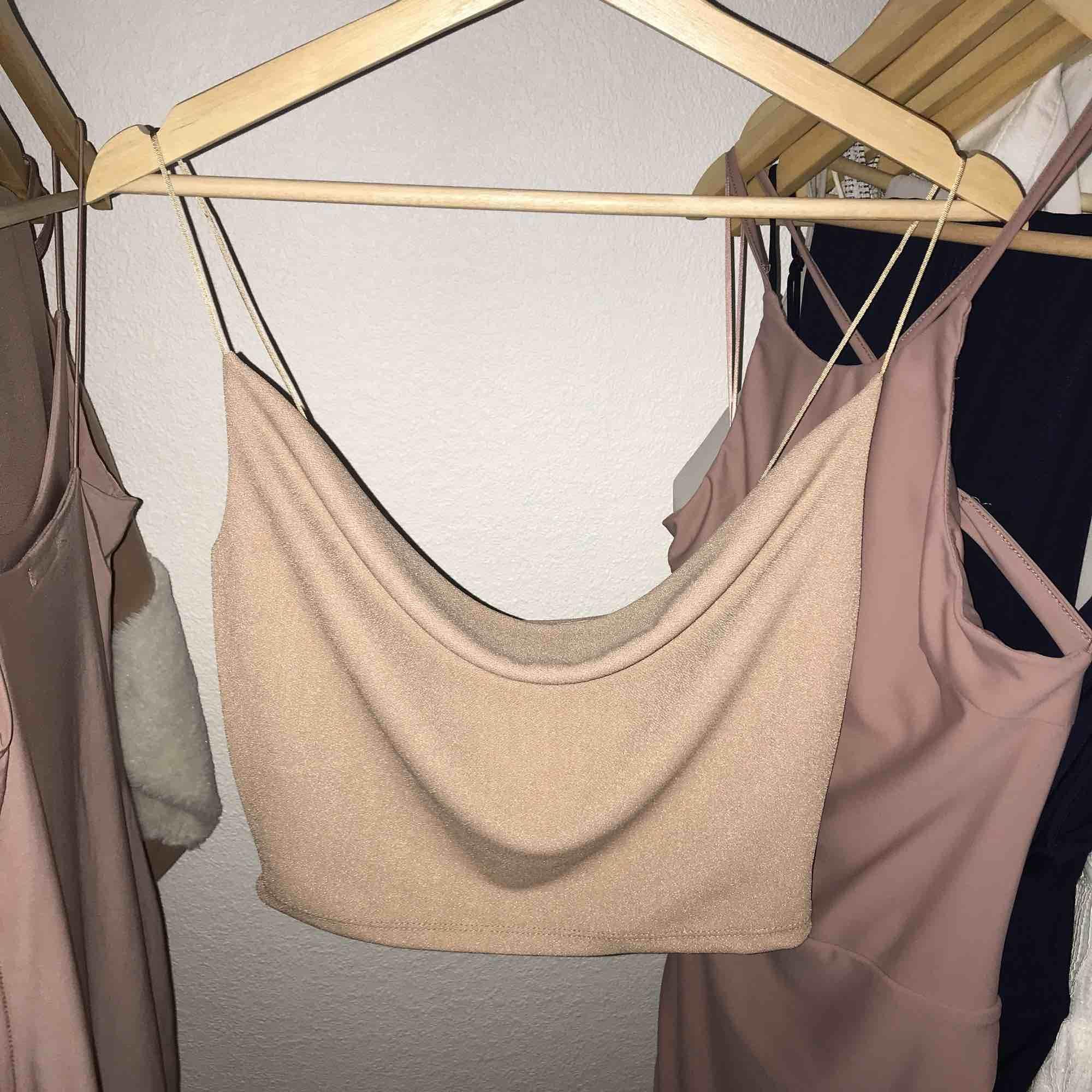 Helt ny och oanvänd fest linne från Fashion Nova. Storlek S.. Toppar.