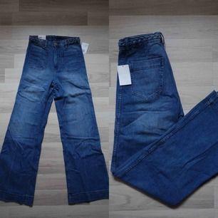 """Sköna bootcuts från H&M! Dom har även ett fast flätat """"skärp"""" i midjan //aldrig använda//"""