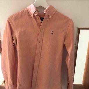 Ralph Lauren skjorta, storlek XS. Knappt använd, 300kr +frakt eller bud, allt ska bort
