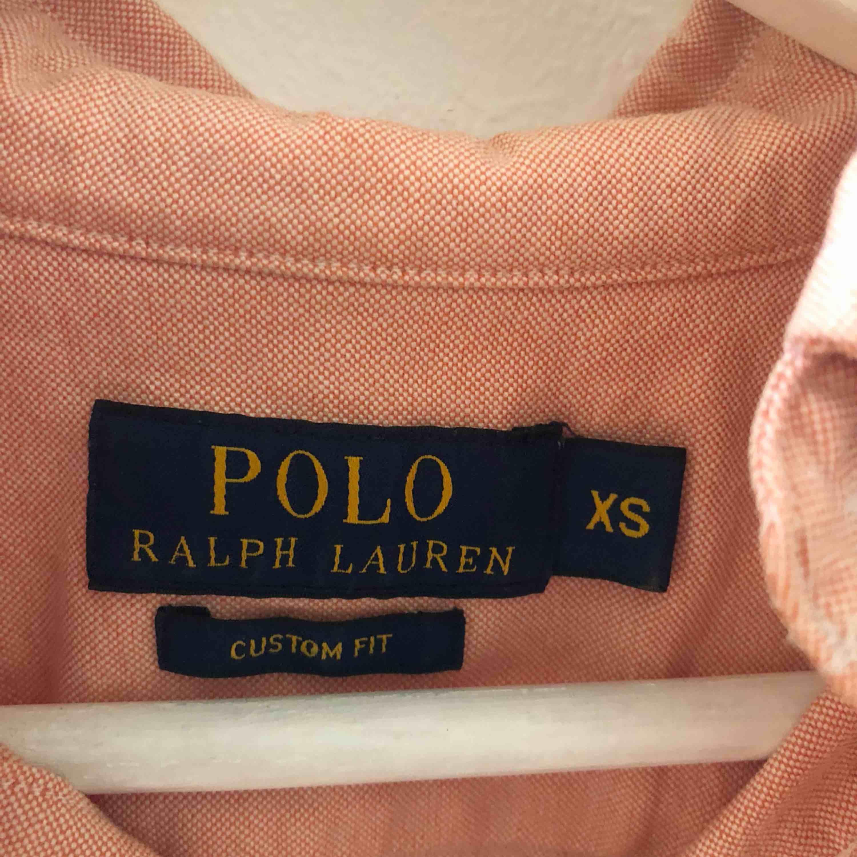 Ralph Lauren skjorta, storlek XS. Knappt använd, 300kr +frakt eller bud, allt ska bort . Skjortor.