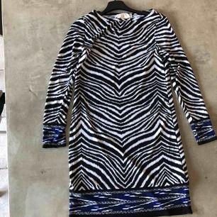 Michael Kors klänning i Zebra mönster!