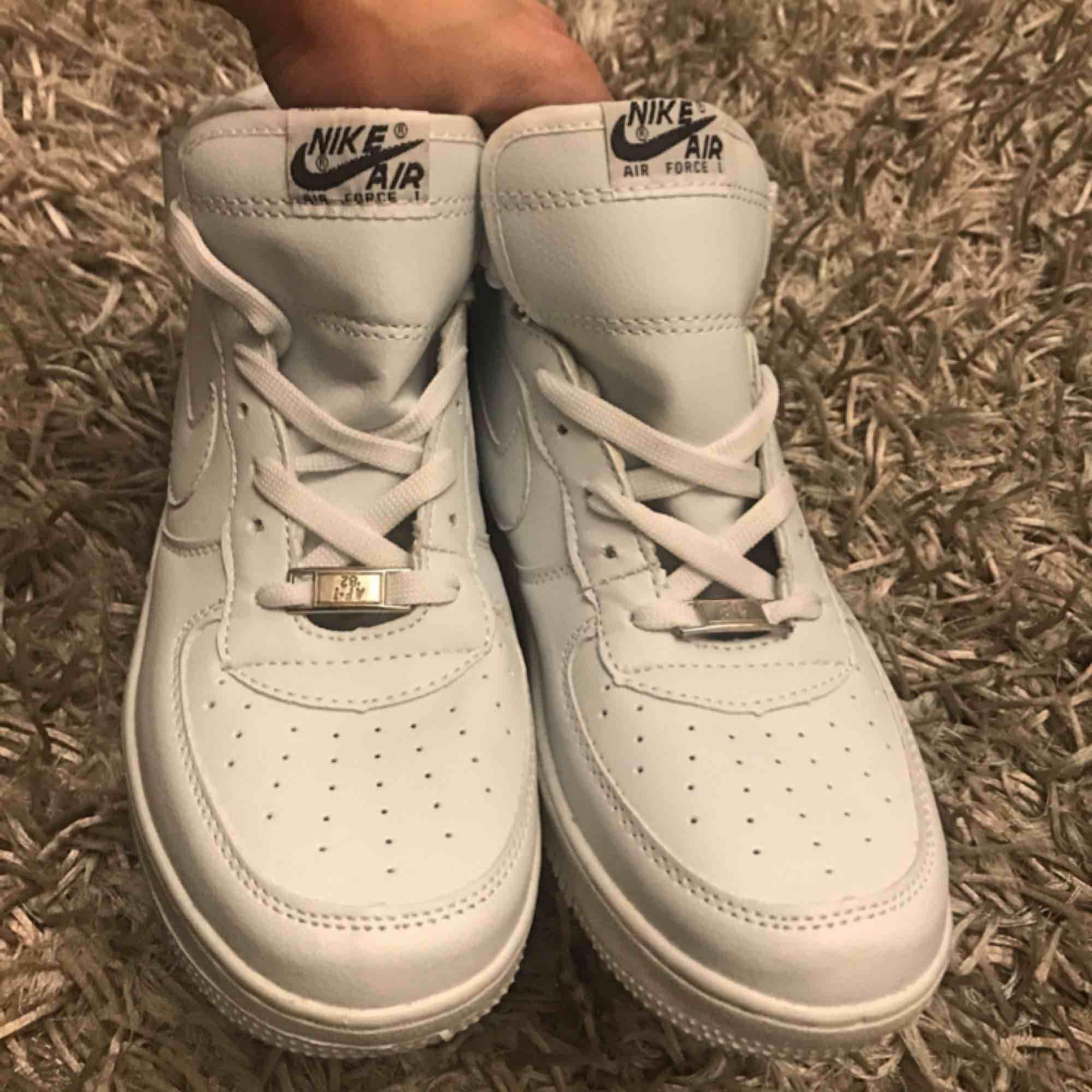 d8922884c72 Står st 41a Helt nya och oanvända sneakers i storlek 41(40) säljes.