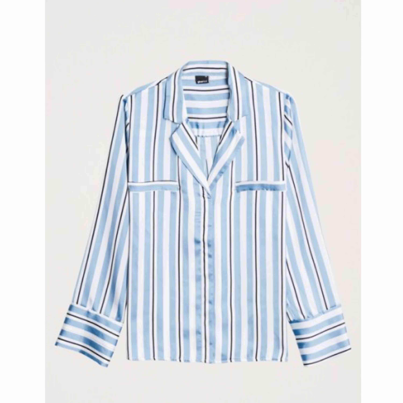 Jättefin blus/skjorta från ginatricot knappt använd!. Blusar.