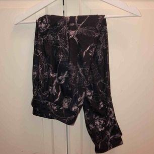 Mjukis snygg byxor från H&M strl S 30kr + frakt