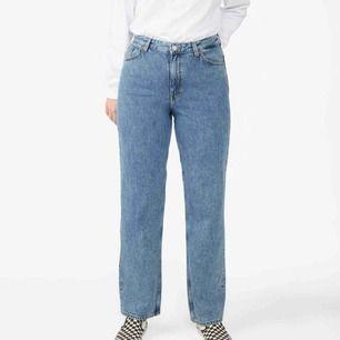 Taiki jeans från Monki. Helt nya med lappar kvar. Finns att köpa på Monkis hemsida för 400 kr. Mitt pris: 200 kr