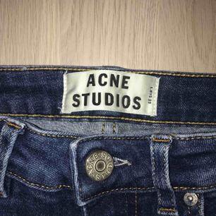 """Acne jeans i färgen """"used blue"""". W25 L34. Säljes pga blivit för små för mig. Kan mötas i Stockholm alternativt står köparen för frakt."""