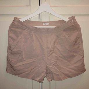 (Äkta) Ljusrosa Filippa K shorts, knappt använda. Strl S, 80kr + frakt