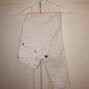 Vita jeans från Lindex strl 36. 50kr + frakt