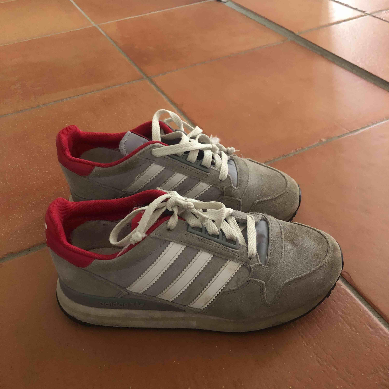 c8b60cefb7cf At sælge et par gode adidas sko 💕 ligger i Falun