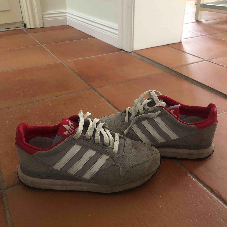 a5d48f28761e ... At sælge et par gode adidas sko 💕 ligger i Falun