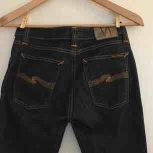 Coola jeans från Nudie Jeans co. Mörkblå. Använda men i fint skick. Säljes pga för stora för mig.
