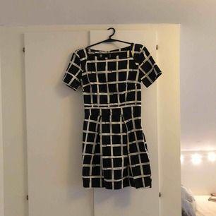 Superfin klänning från French Connection. Nypris ca 1600kr. Använd fåtal gånger.