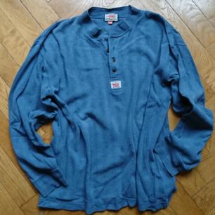 Vintage Levi's tröja farfarsmodell, storlek M (herr tror jag). Köparen betalar frakten ✨
