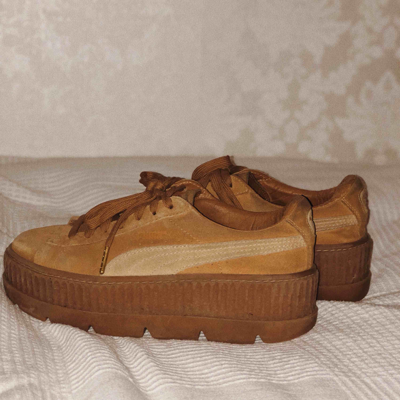 d517cb284d5 Rihannas Fenty x Puma skor, creepers. Köpte härifrån men bara använt dem en  gång ...