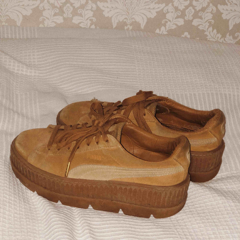 39ed9b89da4 ... Rihannas Fenty x Puma skor, creepers. Köpte härifrån men bara använt  dem en gång ...