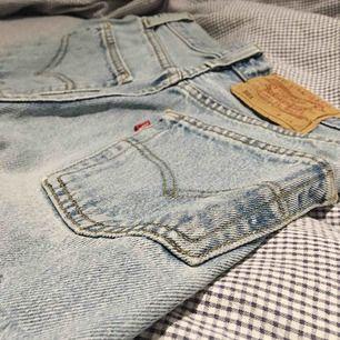 Äkta Levis 501 shorts köpta på T-shirt store i Uppsala. De är relativt använda med SJUKT snygga!