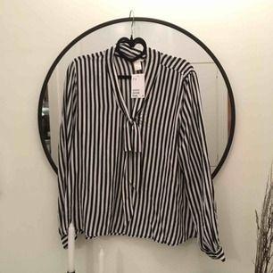 Oanvänd blus från H&M! Frakt 40kr✨