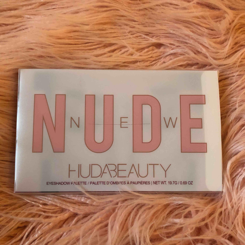 Huda beauty nude ögonskuggspalett oanvänd oöppnad . Accessoarer.