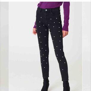 Jeans från NAKD Köparen står för frakten.