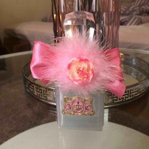 95% av parfymen kvar 50ml juicy conture