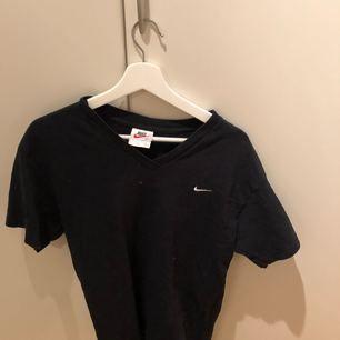 Svart Nike t-shirt inköpt på humana nyligen.