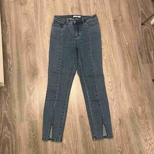 Jeans från NA-KD, använda 1 gång, säljer pga att de är för korta för mig. Betalning via swish