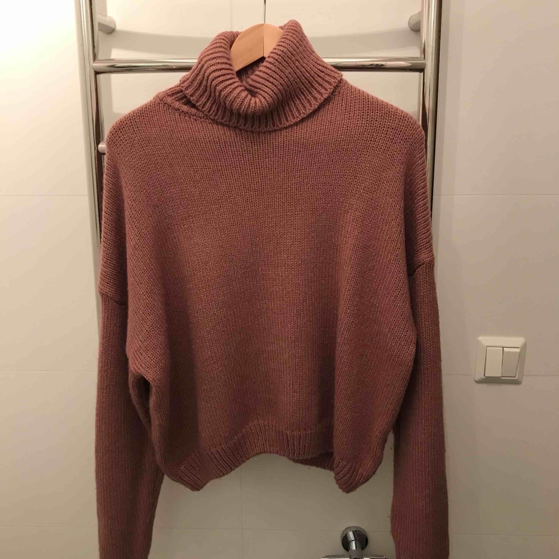 1b90bfbdbd0e En puderrosa stickad tröja. Endast använd ett fåtal gånger. Kan mötas upp i  Stockholm ...