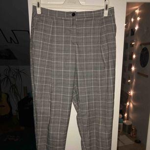 Sjukt sköna byxor från Monki. Köparen står för frakten, kan mötas upp i Lund