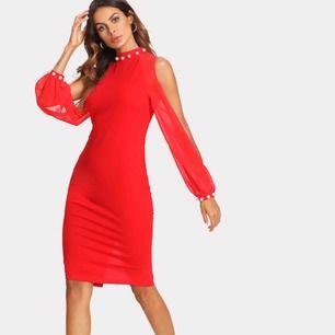 Röd klänning i storlek xs, använd endast i någon timma. Pris 200 kr.