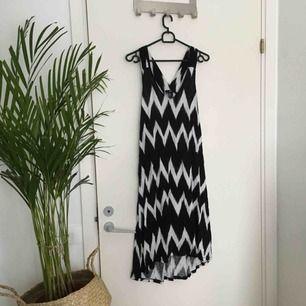 Skön klänning från H&M. Fint skick!