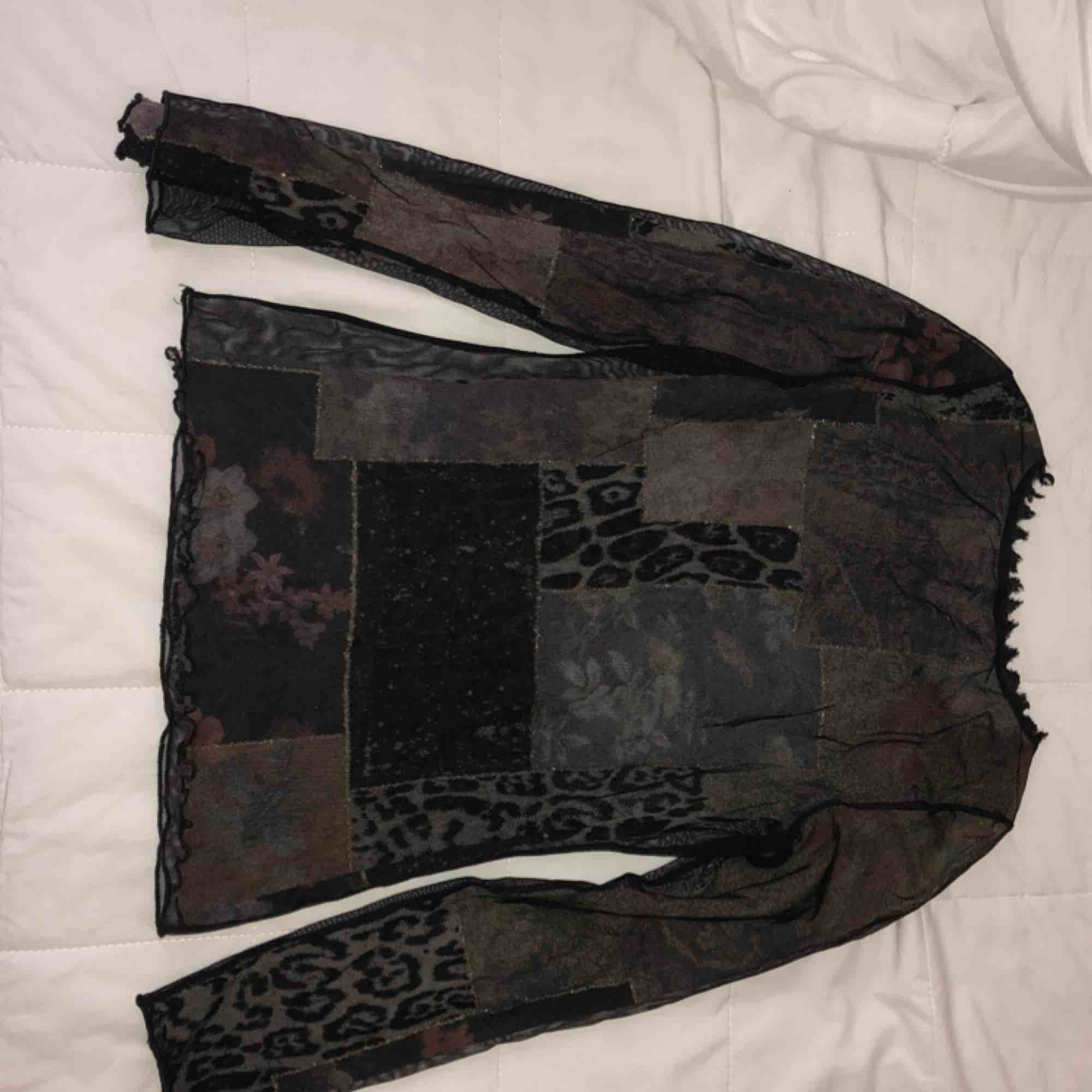 Vintage shirt with leopard print patchwork and a sheer black overlay.   . Blusar.