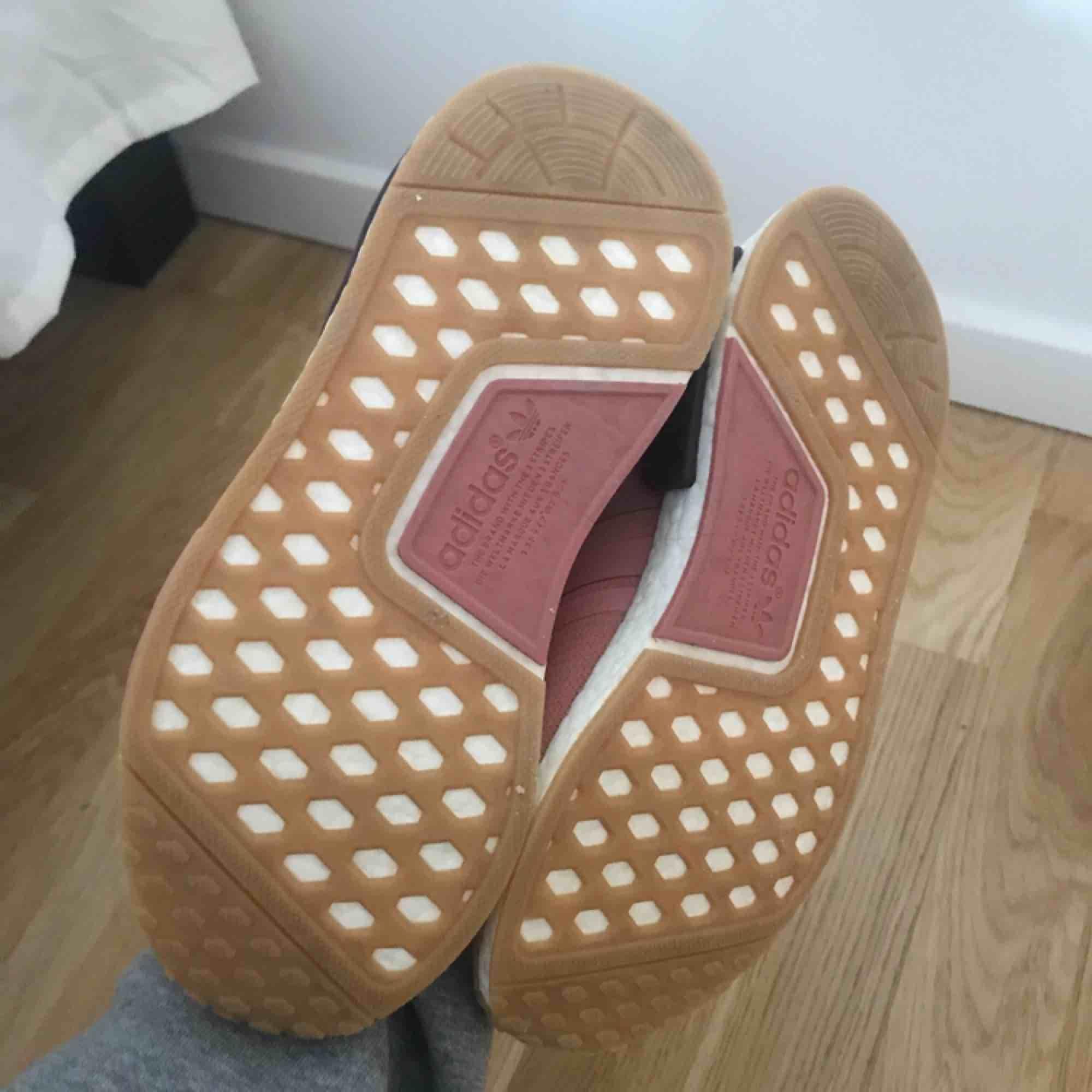 Adidas NMD storlek 37 1/3  Använd 3 gånger  Köparen står för frakt . Skor.