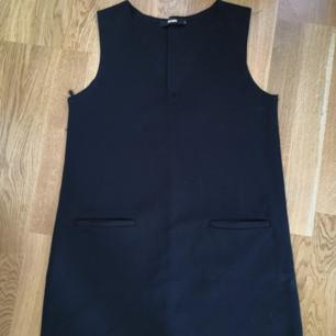 Snygg kort klänning/tunika från monki i storlek S. Nyskick! 50kr inkl frakt! ☺️