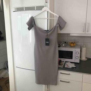 Helt ny klänning från missguided i en fin grå färg! Singoalla. Tyvärr för stor i brösten för mig. Så fin!