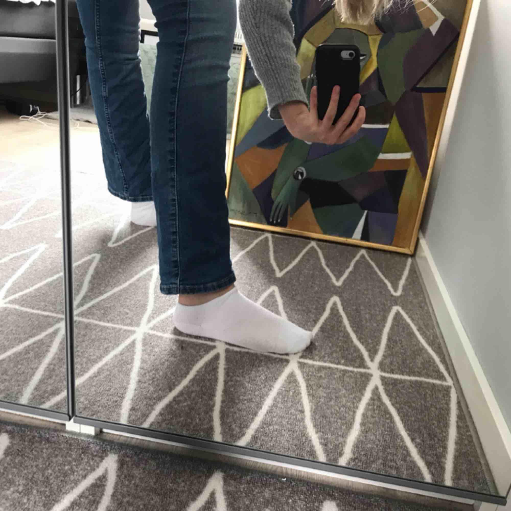 bootcut jeans från abercrombie & fitch, i barn srl 15-16 years, skulle passa ngn som är 155-160 perfekt, kan sänka priset vid snabb affär, fraktar men köparen får stå för fraktkostnaden, hör gärna av er om ni har frågor eller vill ha fler bilder :). Jeans & Byxor.