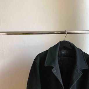En svart kappa från Batistini  Köparen står för eventuell frakt men annars kan jag mötas upp i Stockholm