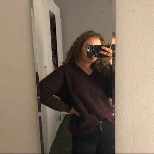 Snygg och bekväm Stickad tröja från selected femme, lite större i storleken. köpt för 599kr, frakt betalar köparen :)