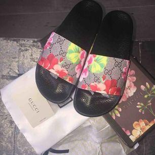 Fake Gucci slides med box & dustbag, finns i flera mönster! Endast 700kr!